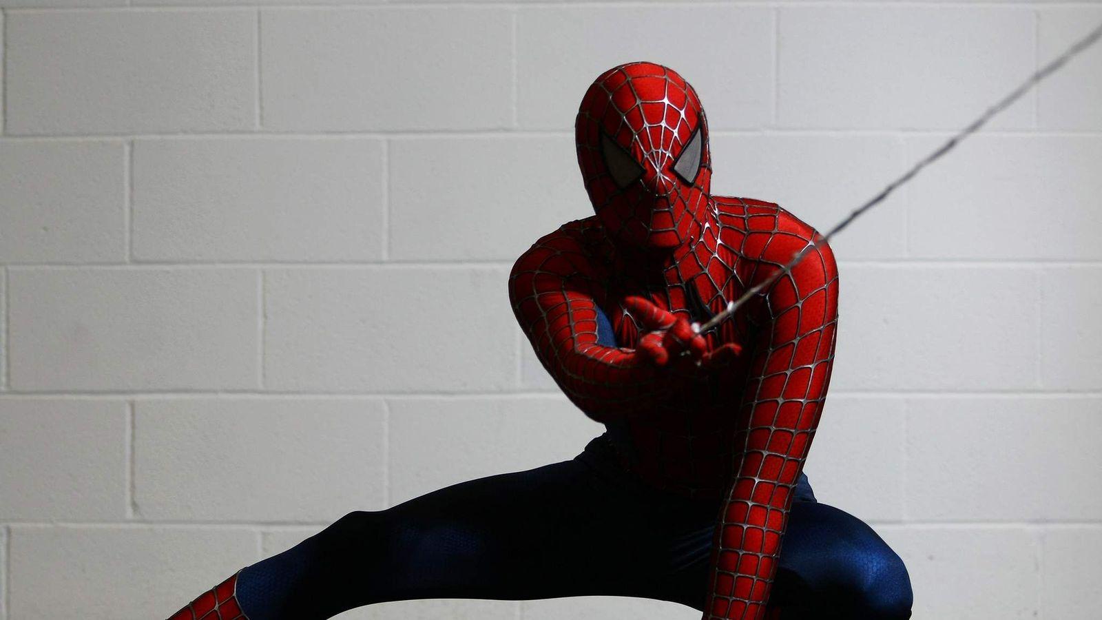 Как человек паук сделал свою паутину