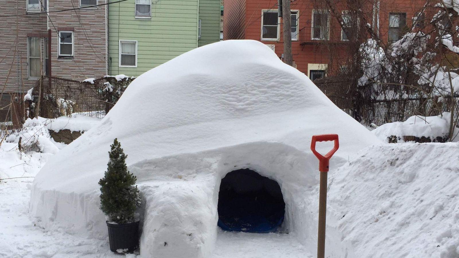Из снега домик как сделать