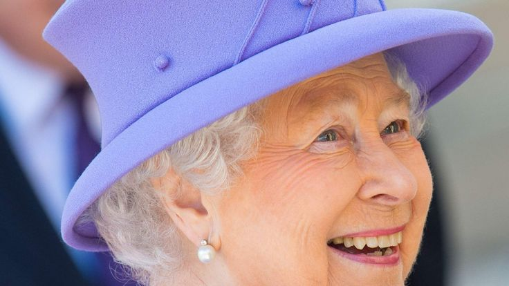 The queen visits the Crossrail site as she officially reveals its name: the Elizabeth Line