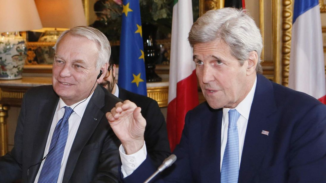 French Foreign Minister Jean Marc Ayrault (L) and US Secretary of State John Kerry