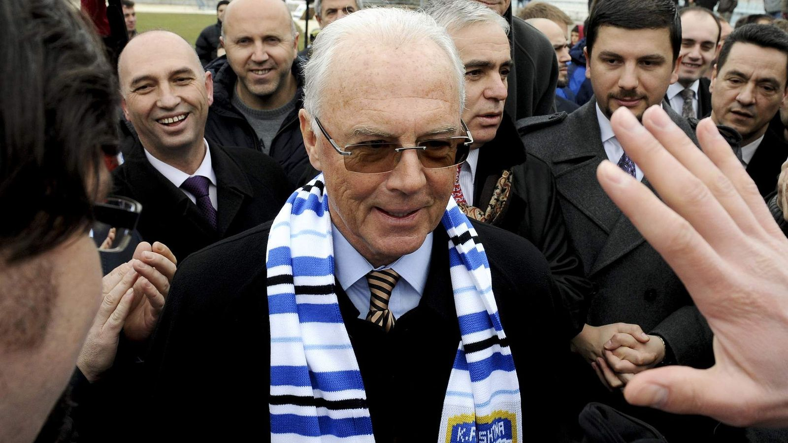 Football fans cheer on German legend Franz Beckenbauer