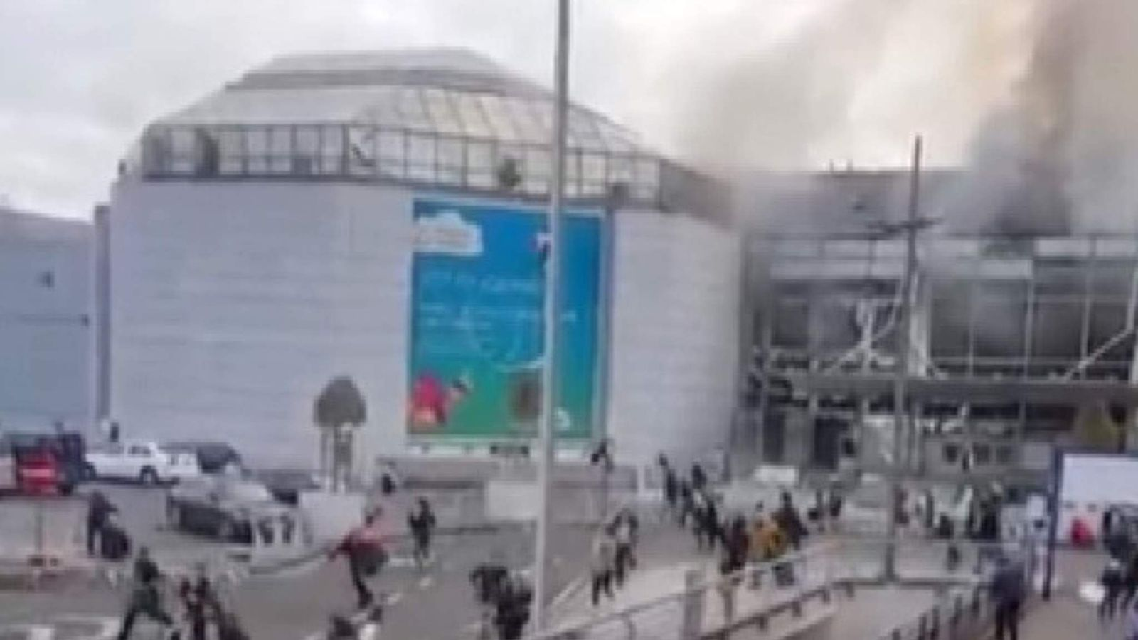 Brussels airport explosion passengers run
