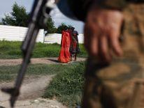 Women are walking towards a UN peacekeeper in South Sudan