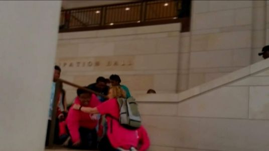 Tourists in Capitol building Washington gun threat
