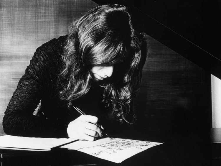 Carole King at work in 1977.