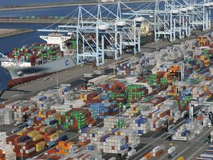 IMF and WTO issue alerts on global trade growth