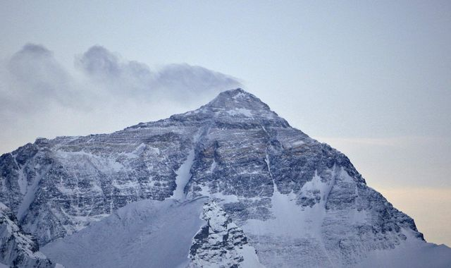 Mount Everest to be measured for shrinkage by team of scientists