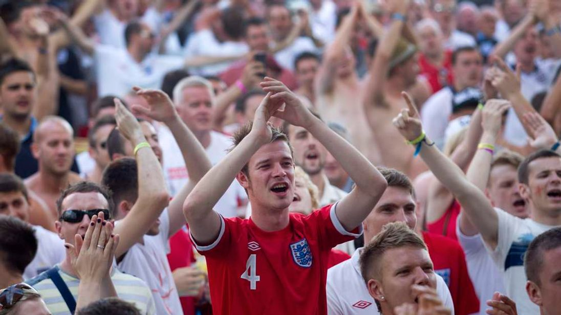 English supporters watch the Euro 2012 c