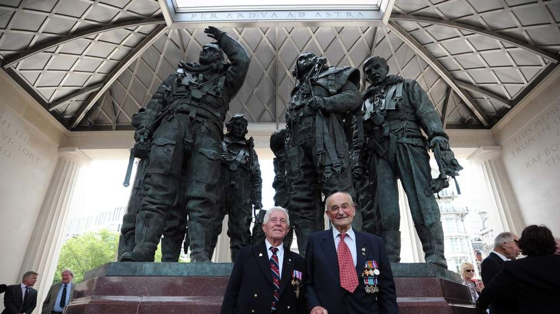 Veterans with statue