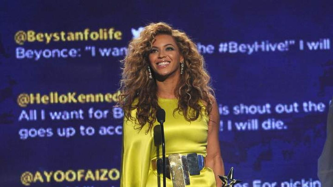 Beyonce dedicates her award for Video Director of the Year to Whitney Houston