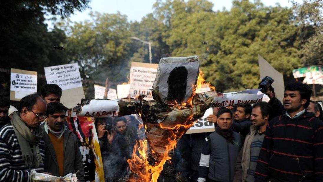 Protesers burn effigy of Indian spiritual guru Asharam