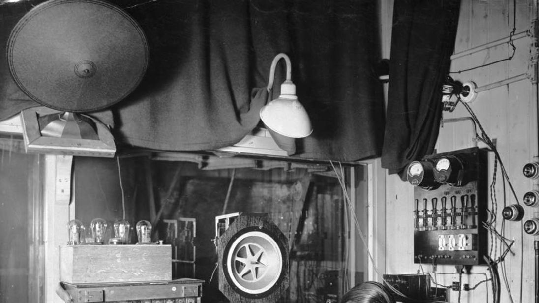 A technician at work at Twickenham Studios around 1930