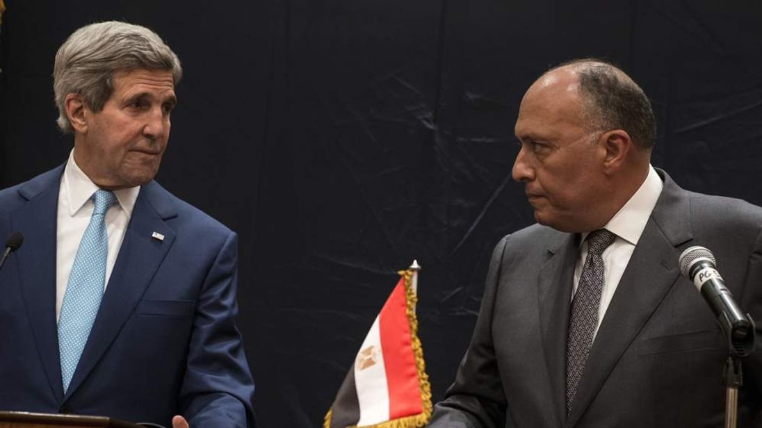 US Secretary of State John Kerry (L) and Egypt's Foreign Minister Sameh Hassan Shoukry attend  a joint press conference