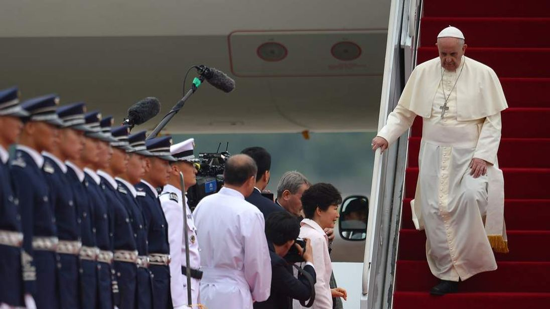 The pope arrives in Seoul