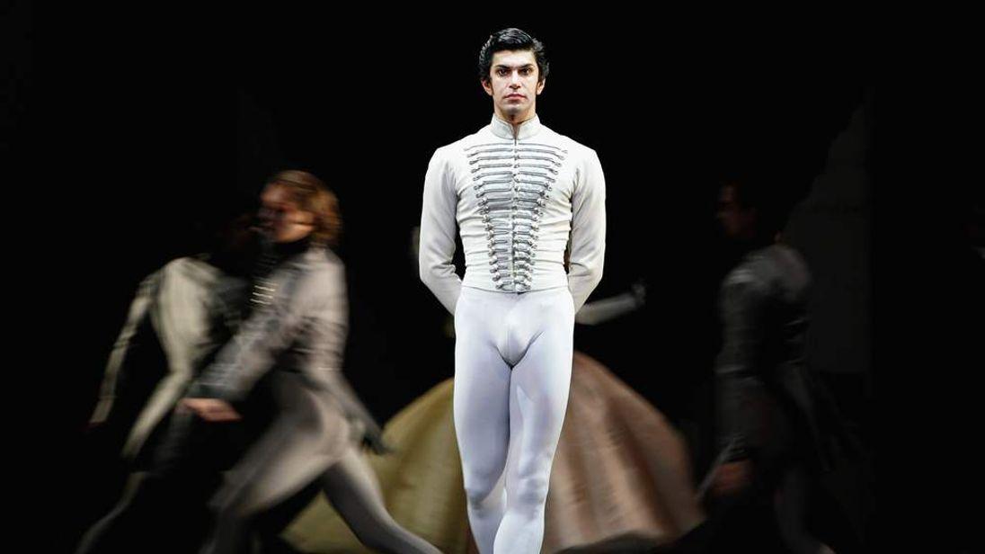 Bolshoi dancer Nikolai Tsiskaridze suing the theatre over reprimands