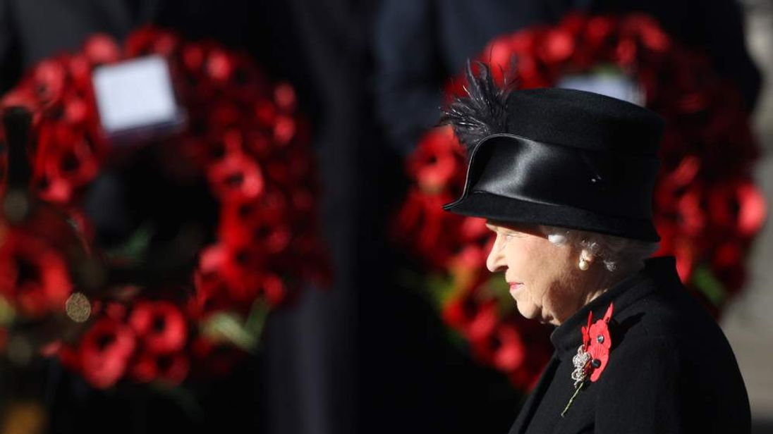 Queen Elizabeth at the Cenotaph