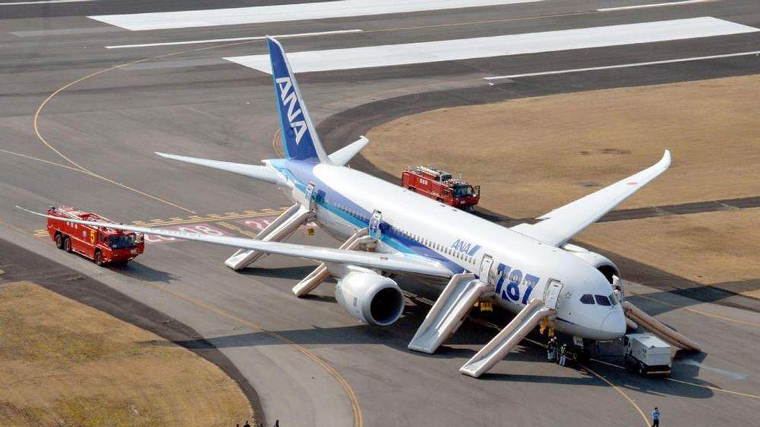 ANA Dreamliner emergency landing in Japan