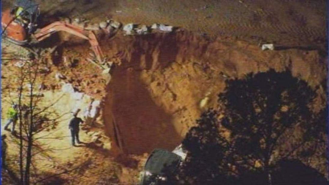 Cousins buried in collapse in North Carolina (Photo: WSOC-TV)