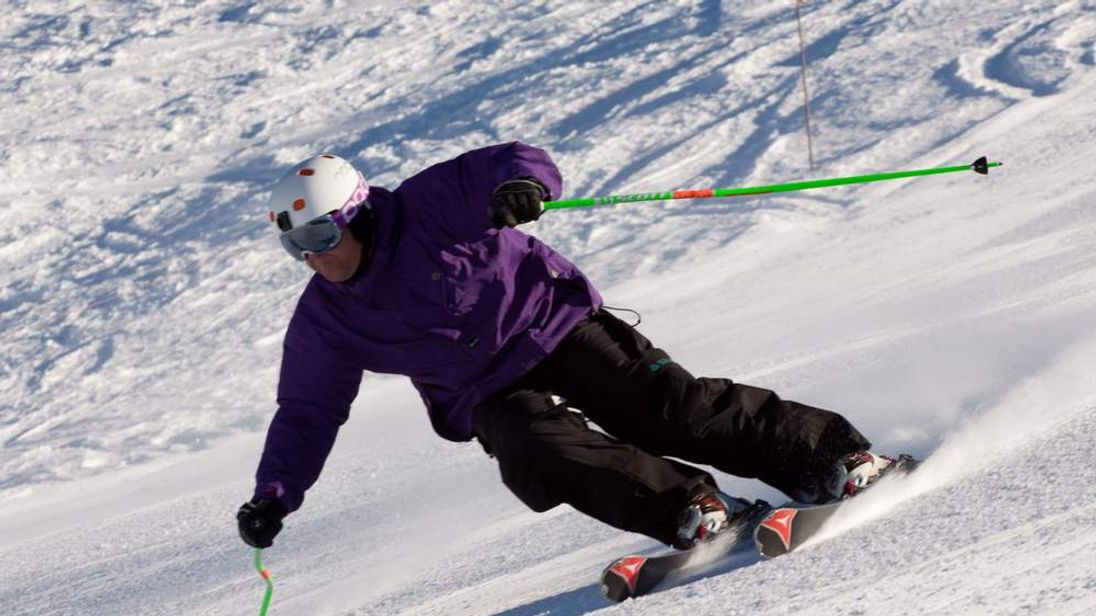 Skiing instructor