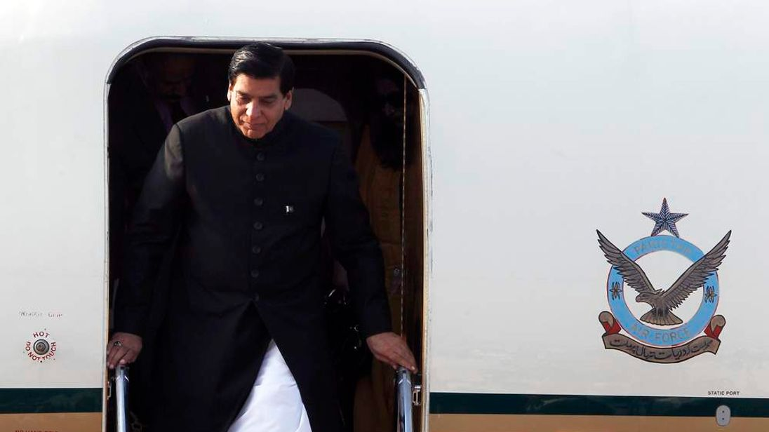 Pakistan's Prime Minister Raja Pervez Ashraf arrives at Vientiane airport