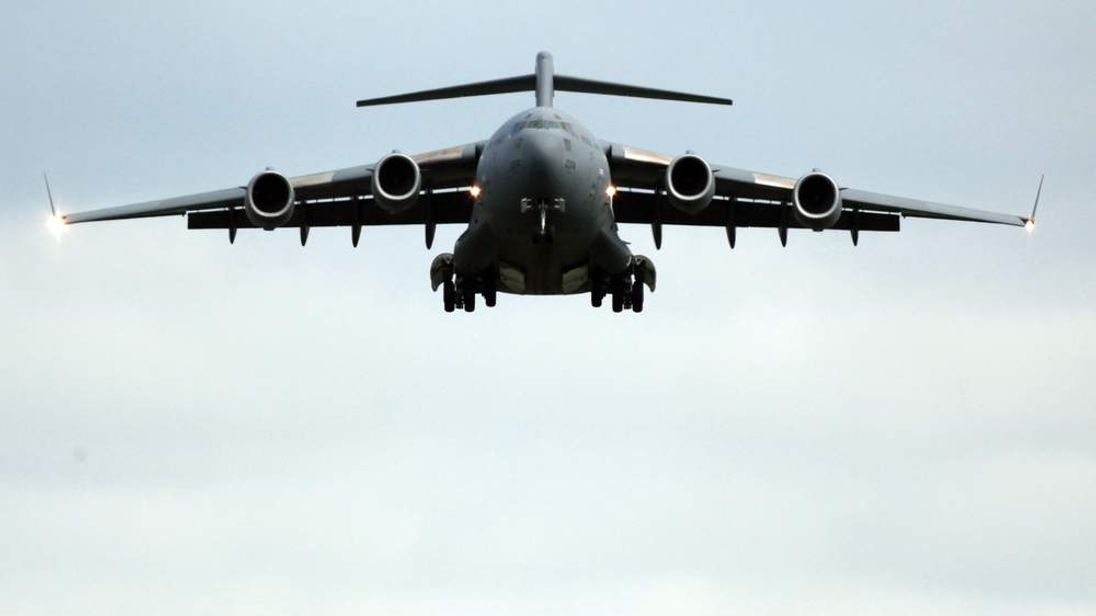 A British C-17 plane being sent to Mali has been grounded