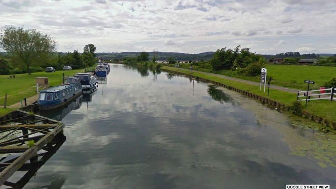 The canal at Purton