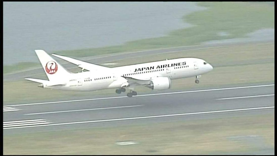 A Japan Airlines Dreamliner 787 lands at Boston airport