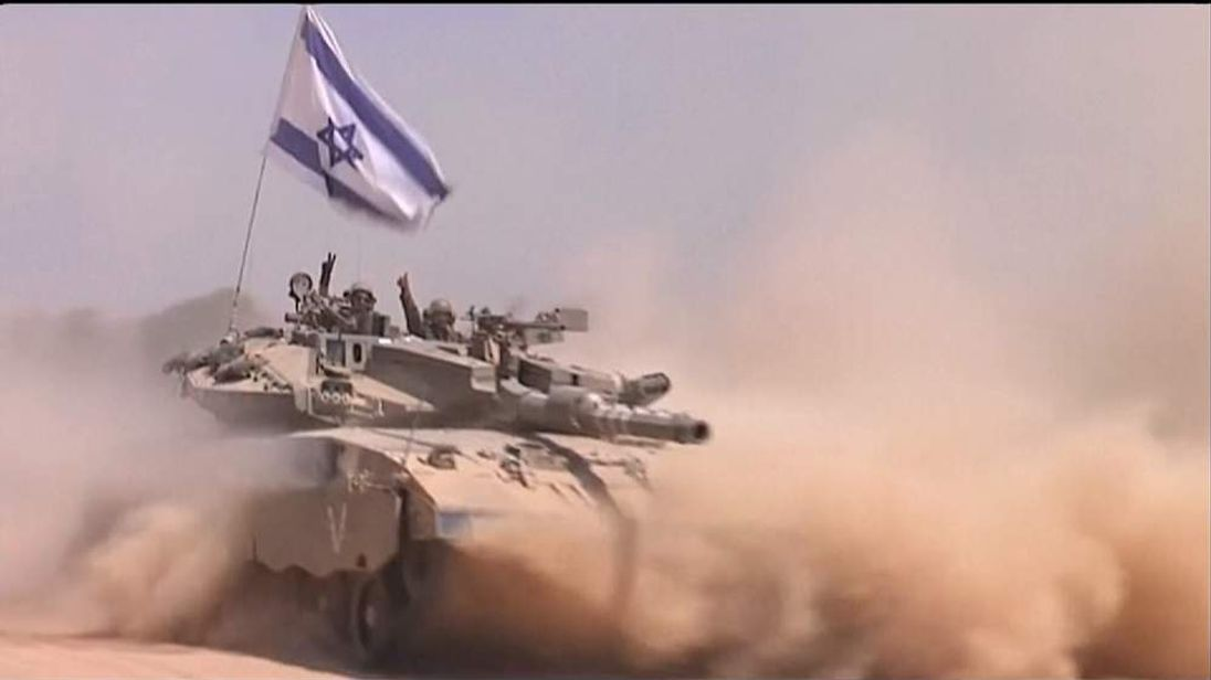 Israel tank withdrawing from Gaza