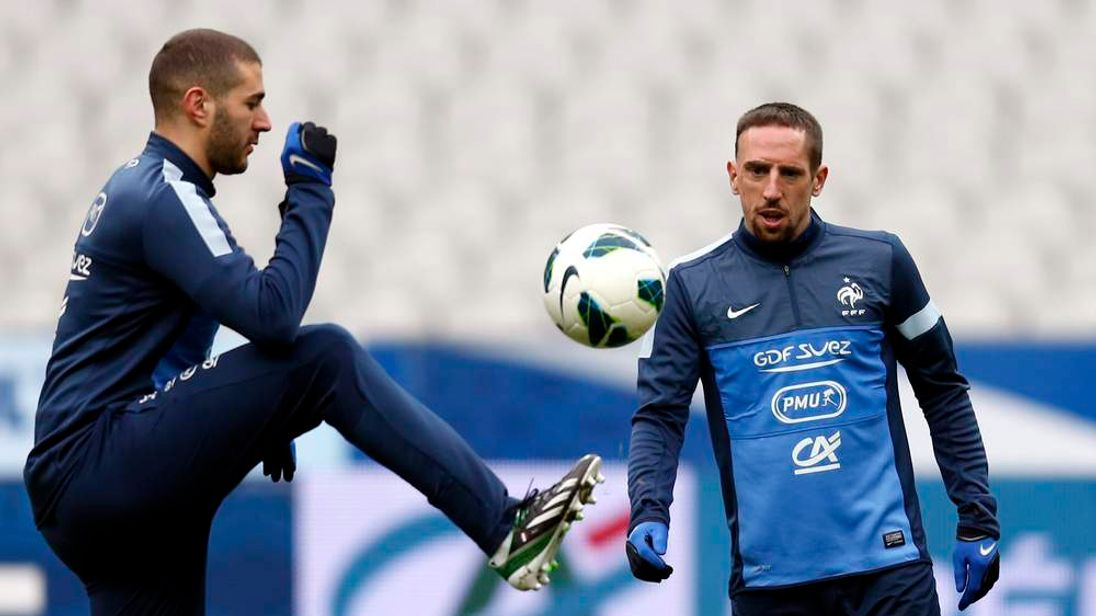 France's national soccer team players Benzema and Ribery attend a training session at the Stade de France stadium in Saint-Denis