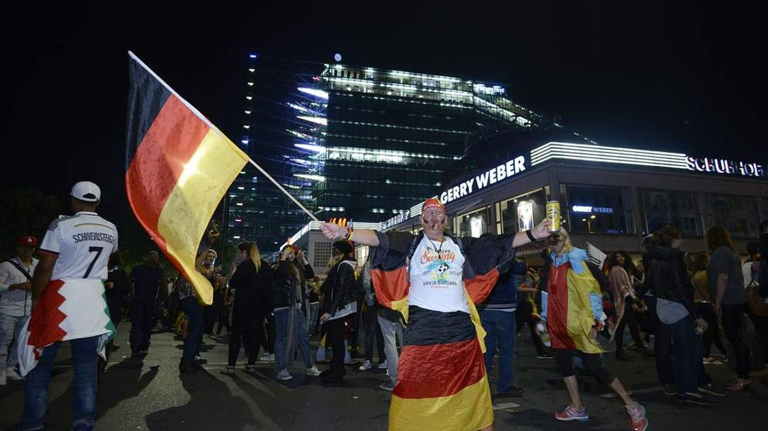 FBL-WC-2014-FINAL-GER-FANS