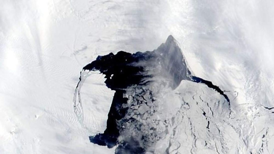 An iceberg the size of Manhattan has broken off from the Antarctic ice shelf. Picture courtesy of University of Sheffield.