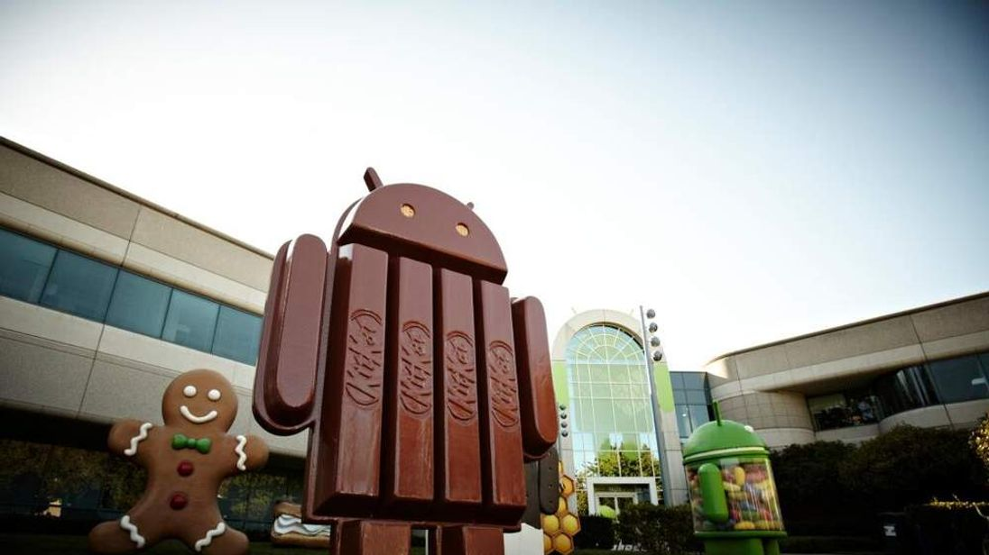 Kit Kat Android statue