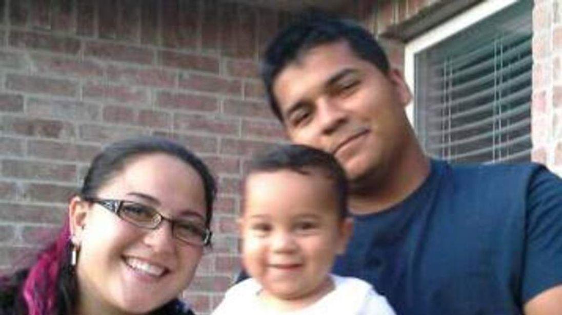 Marlise Munoz (L) with her family. Husband Erick Munoz. Pic: Facebook