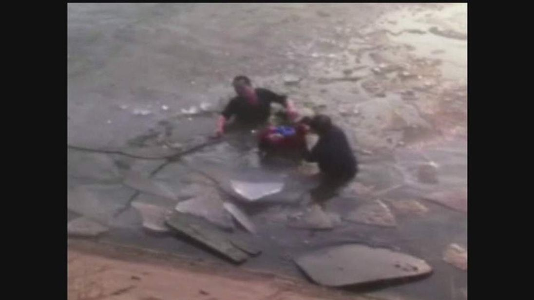 China Taiyuan two children saved from icy river