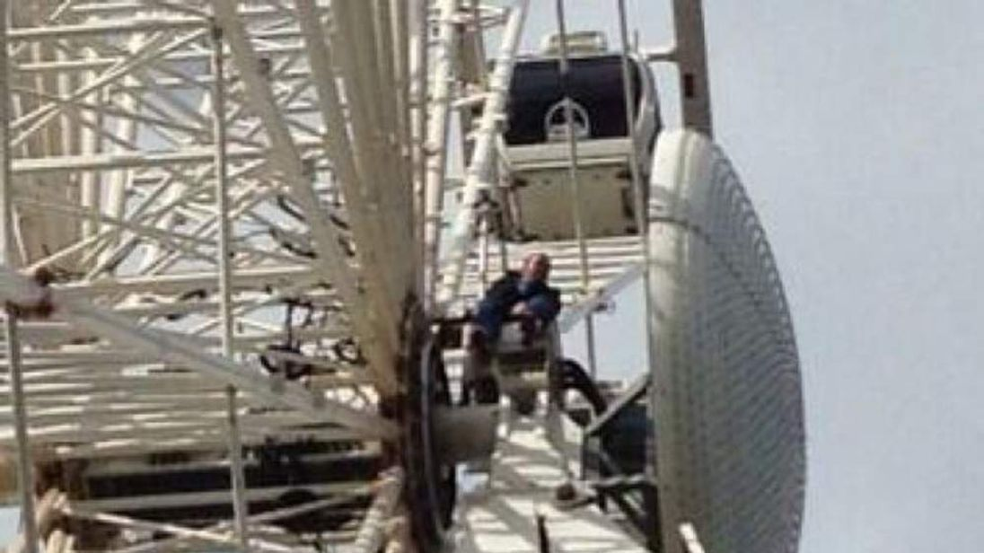 Convicted criminal Domenyk Noonan climbs Piccadilly Gardens big wheel. CREDIT: KEY 103