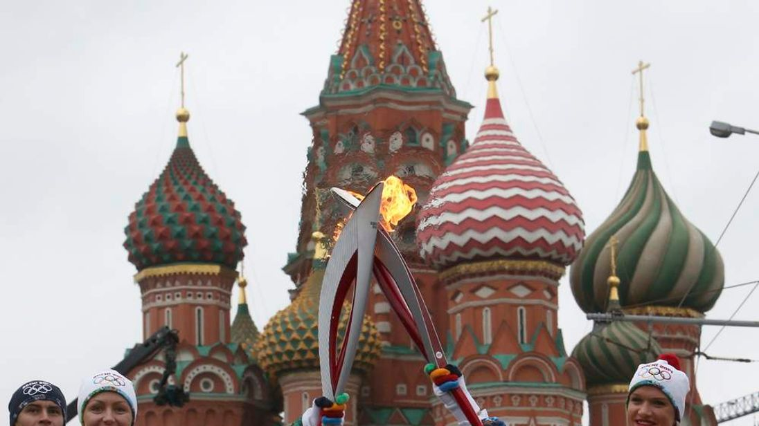 Olympic champions, synchronised swimmer Anastasia Davydova and artistic gymnast Svetlana Khorkina, take part in the Sochi 2014 Winter Olympic torch relay in central Moscow