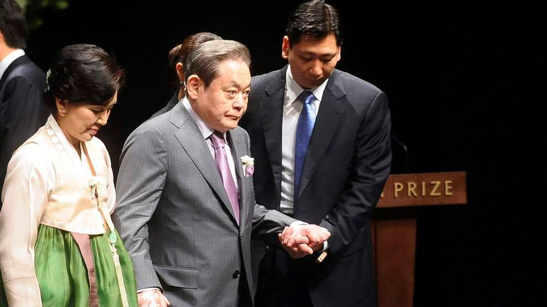 Samsung Electronics chairman Lee (c) and his wife Hong (l) leave after the Ho-am prize award ceremony in Seoul
