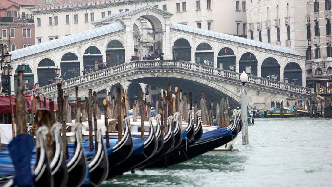 A view of Rialto Bridge in Venice