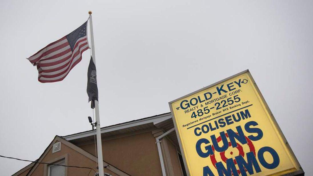 Coliseum Gun Traders Ltd in Uniondale, New York