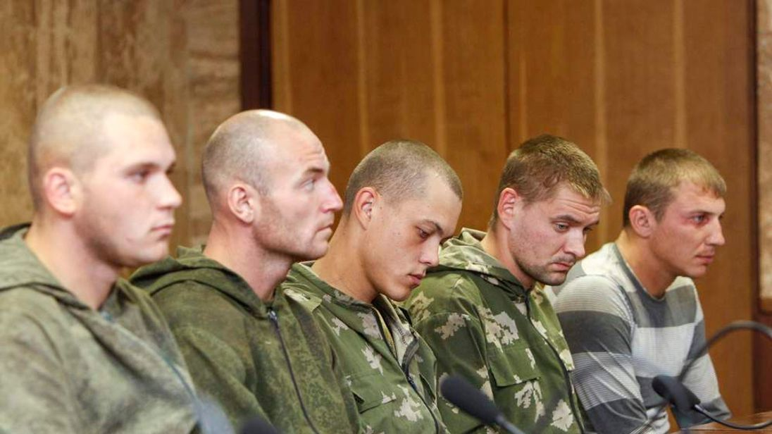 Russian servicemen detained in Ukraine at news conference in Kiev 2