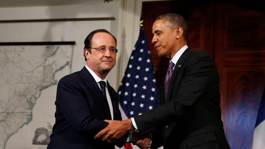 U.S. President Barack Obama and French President Francois Hollande shake hands in Charlottesville