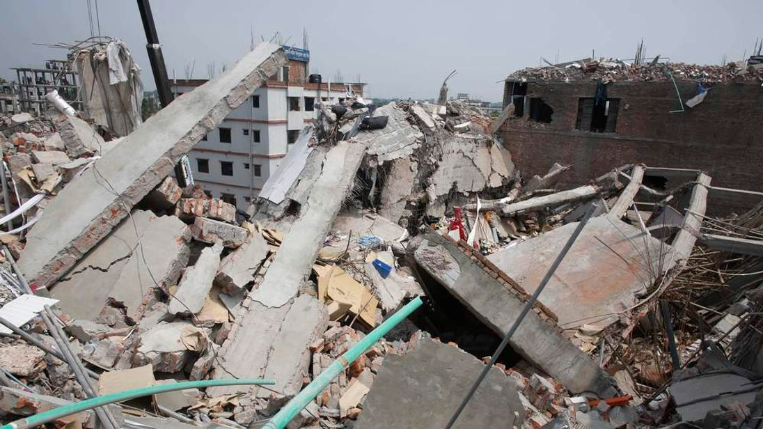 Rescue workers attempt to rescue garment workers from the rubble of the collapsed Rana Plaza building, in Savar, 30 km (19 miles) outside Dhaka