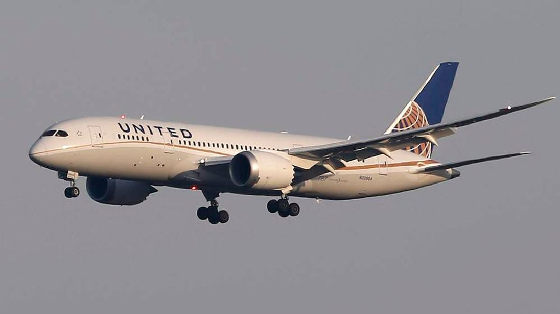 A United Airlines' Boeing Co's 787