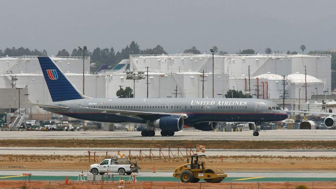 160712 United Airlines Boeing 757 at Los Angeles Airport