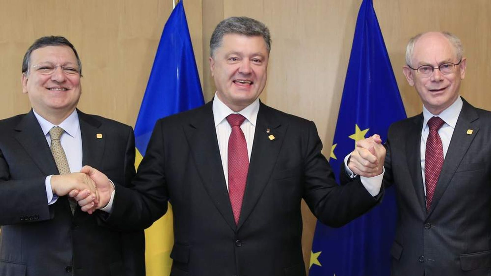 Ukraine's President Petro Poroshenko poses with European Commission president Jose Manuel Barroso and European Council president Herman Van Rompuy at the EU Council