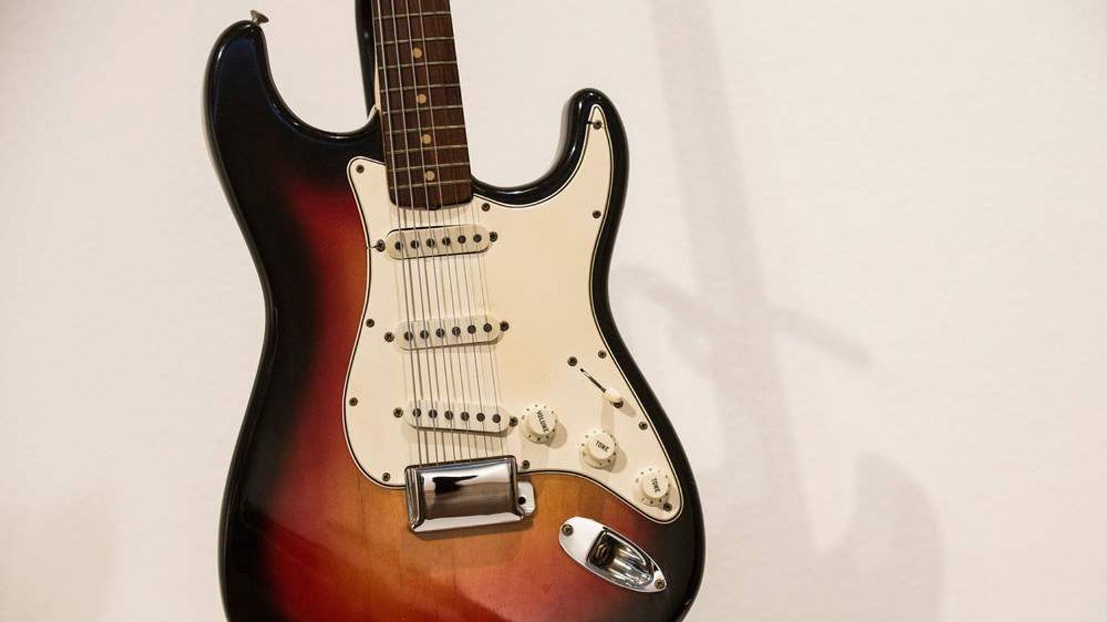 Identify fender guitar by key generator