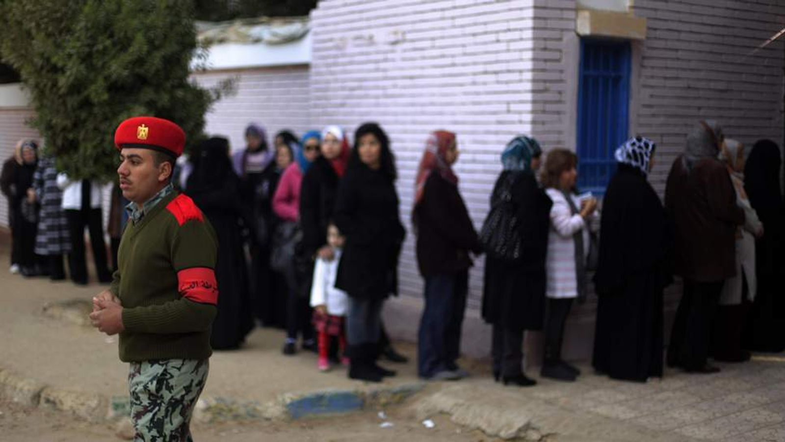 Egyptians queue to vote in Cairo