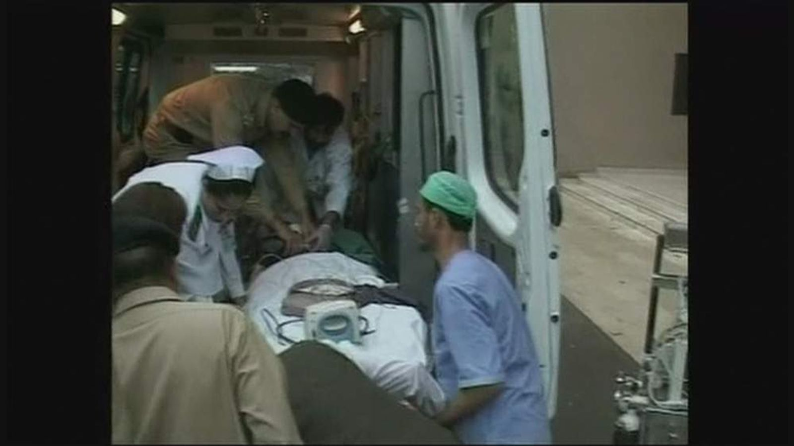 Malala Yusufzai, girl shot by the Taliban, is transferred to UK