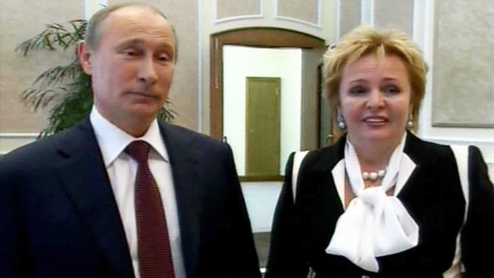 Vladimir Putin and his wife Lyudmila announce they are splitting on Russian TV