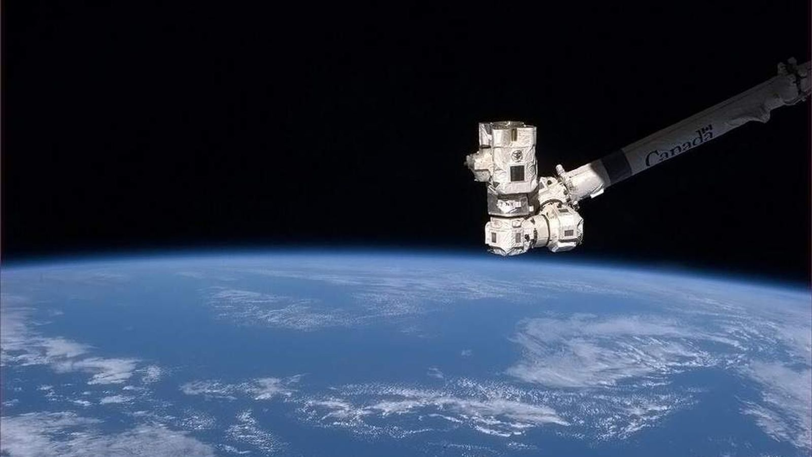 Canadarm2 gives a thumbs-up to the World.